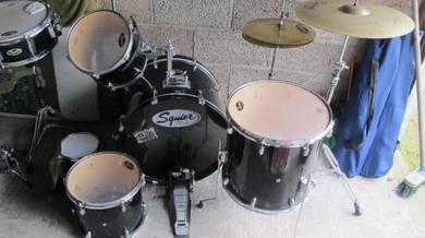Squier By Fender 5 Piece Drum Kit