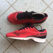 Mizuno Running Shoes 7US