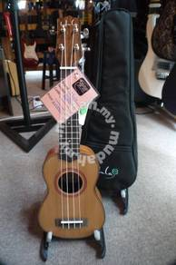 Hula rm-10s solid top ukulele soprano with bag