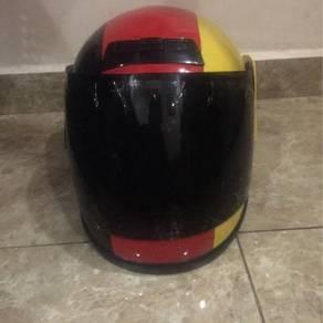 Helmet Drag German