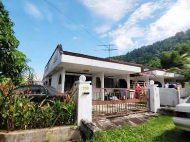 FREEHOLD SINGLE STOREY CORNER HOUSE 350k