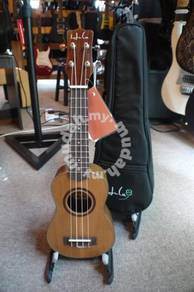 Hula RW-10S Solid Top Soprano Ukulele With Bag