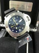 Submersible gmt watch