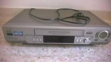 Video cassette recorder / player