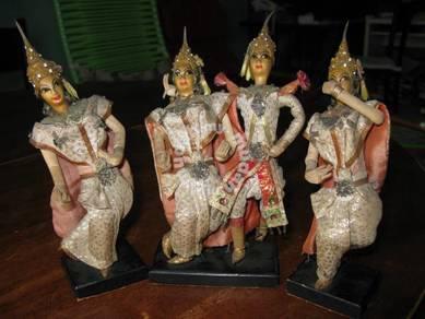 (B135) Vintage Cultural Dolls Type 'A'