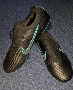 Kasut Bola Nike Flynit Ultra