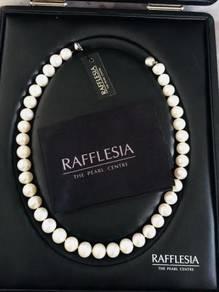 Rafflesia pearl necklace