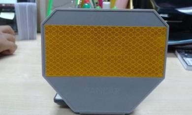 Y shape flexible barrier delineator reflector