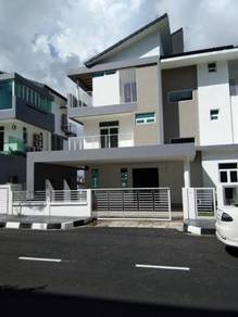 3-storey semi-detached house in Cypress Villa, Sungai Ara,