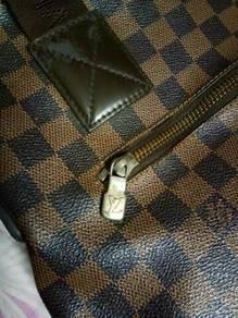 Sebiji beg LV untuk dijual. beg lelaki