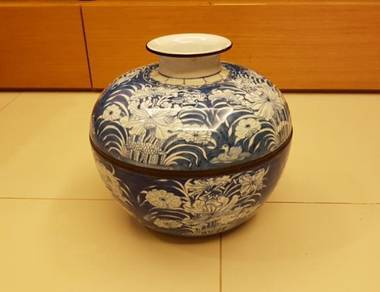 Big Floral Blue Bowl with cover