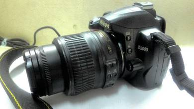 Nikon D3000 + 18-55 VR tiptop with camera bag