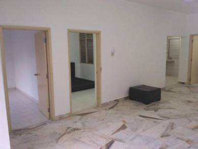 [must view]low floor basic unit lagoon perdana apartment wit table top