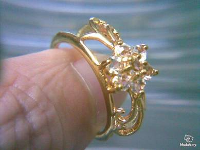 ABRGM-H001 Gold Metal Crystal H Style Ring Sz 7.75