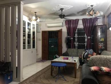 [beautiful and renovated house/end lot unit] good for own stay, gombak