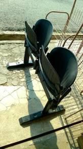Kerusi boleh lipat tetap skru ke lantai