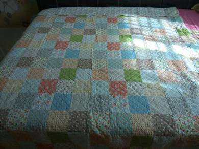 Small Flower Design Comforter / Blanket / Selimut