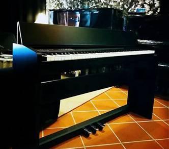 ROLAND F140r Digital Piano - Black / White