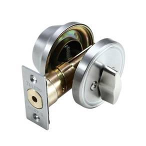 Dead bolt lock. / lock pintu