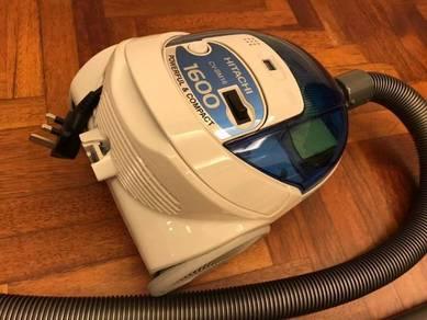 Hitachi 1600W Bagged Vacuum (Free 4 Dust Bags)