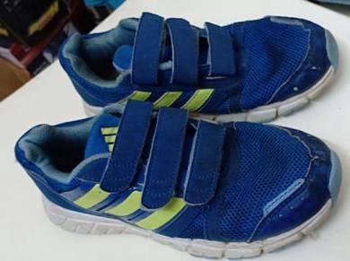 Adidas kid shoe