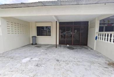 4 Bedroom 1.5 Storey Town area For rent only 1200