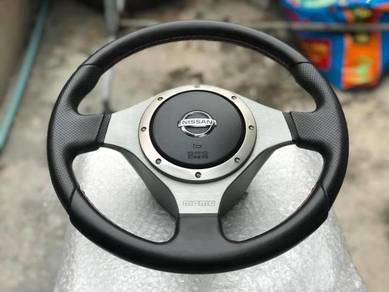 Momo Nissan steering original