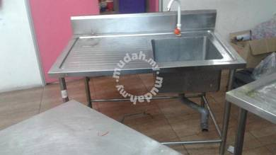 Stainless Steel 4FT Single Sink Wt Side Table TF