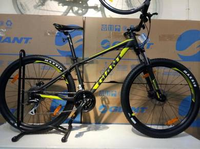 New Giant Talon 3 27.5 MTB 24spd Bicycle Bike