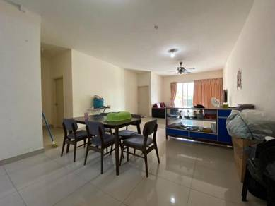 IJM Sri Utama Condominium Corner Unit 2nd Floor with Pool view