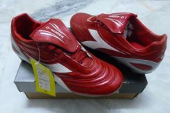 Soccer Shoes DIADORA size 7.5uk Red Color