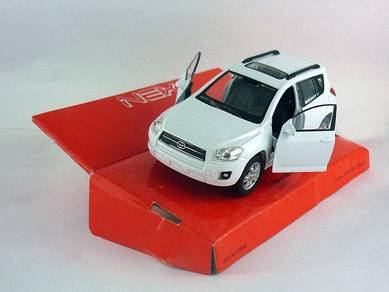Toyota RAV4 1/38 diecast model car - white