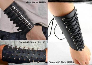 Studs Hand Guard Gauntlet of Punker Fashion