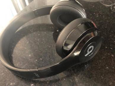 Beats solo 3 Wireless (Gloss black)