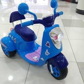 VESPA SCOOTER KIDS FROZEN BLUE hot items