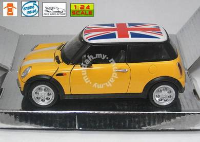 2013 mini cooper yellow w UK Flag top (1:24)
