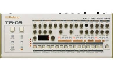 ROLAND TR-09 Rhythm Composer - Synthesizer