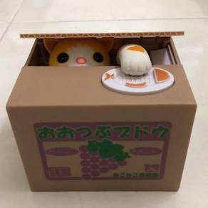 Famous Japanese Toy: the coin piggy bank, with cat