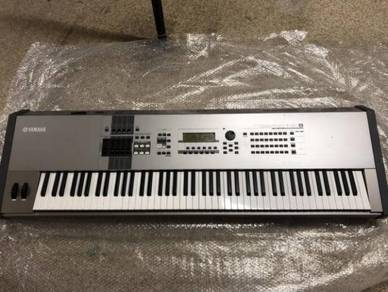 Yamaha MOTIF XF8 Synthesizer 88 key Keyboard