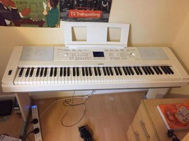 Yamaha DGX 660 Keyboard/Digital Piano