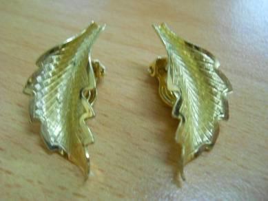 E063 Vintage Black Earrings