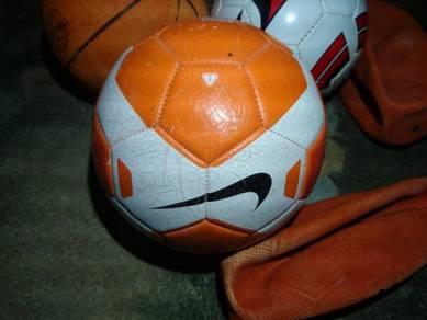 Bola sepak NIKE dan laen2 bola