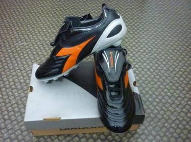 Soccer Shoes DIADORA size 7uk Black Color