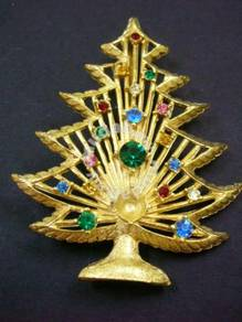 H016 Vintage Brooch Christmas Tree loss one bigger