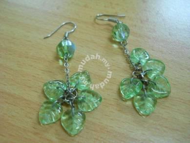 E057 Vintage Dangling Leaves Fashion Earrings