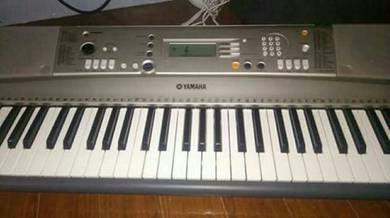 Yamaha psr 3618 keyboard(piano)