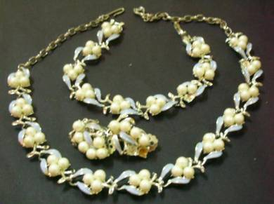 N111 Vintage Necklace Earrings Bracelet set