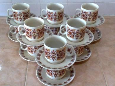 Cawan piring 70s inspired tea set 12