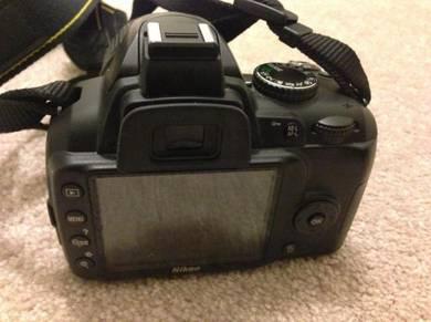 Camera DSLR Nikon model D3000 + Fullkit