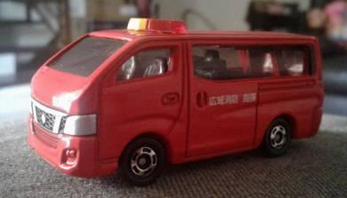 Takara Tomy Nissan NV350 Caravan